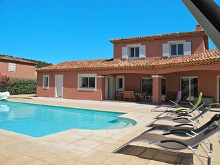 4 bedroom Villa with Pool, Air Con, WiFi and Walk to Shops - 5714975