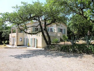 La Verrerie Holiday Home Sleeps 6 with Pool and Free WiFi - 5714853