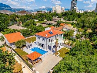 4 bedroom Villa in Split, Splitsko-Dalmatinska Županija, Croatia : ref 5707111