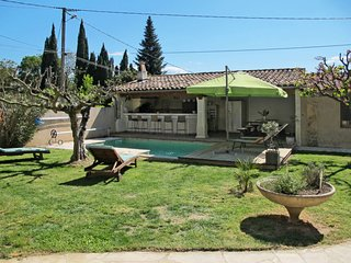 Barjols Holiday Home Sleeps 8 with Pool Air Con and Free WiFi - 5714845
