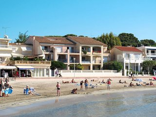 3 bedroom Apartment in Saint-Cyr-sur-Mer, France - 5715078