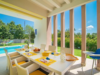 Stokovci Villa Sleeps 6 with Pool and Air Con - 5714294