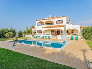 4 bedroom Villa with Pool, Air Con and WiFi - 5707207
