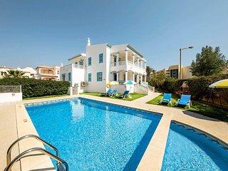 4 bedroom Villa in Galé, Faro, Portugal - 5705012