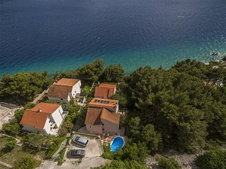 Amazing Villa With Pool And Beach At Your Doorstep