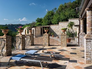Luxury Residence Taormina - Eolie 1 bedroom apartment Sea and Etna view