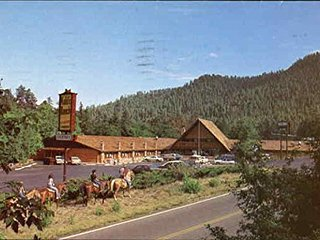 STUDIO FOR 2~ KOHLS RANCH LODGE~ MOUNTAIN VIEWS~ BAR/LOUNGE~ POOL&HOT TUB & MORE