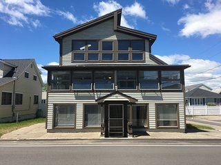 30 Second Walk to Wells Beach. Great Location. Nicely remodeled Unit