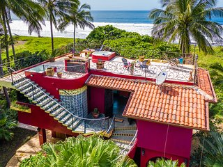 Beach Front - 3 Bedroom 3.5 Bathroom Private house with Pool & Sundeck