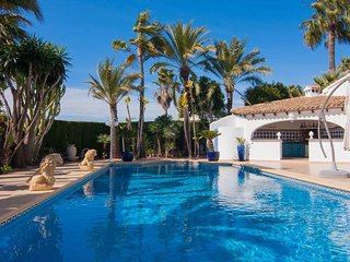 Spacious villa in Teulada with Internet, Washing machine, Pool, Balcony