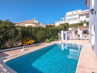 Cozy villa a short walk away (475 m) from the 'Cala del Mallorquí' in Calp with