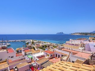 Cozy apartment a short walk away (443 m) from the 'Playa de L'Ampolla' in Morair