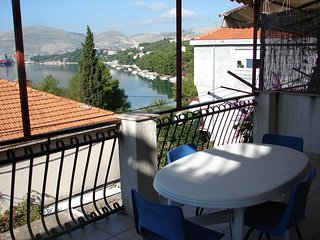 Spacious apartment very close to the centre of Trogir with Parking, Internet, Ai