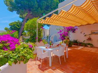 Cozy house a short walk away (178 m) from the 'Playa El Baladrar' in Teulada wit