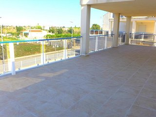 Spacious apartment a short walk away (333 m) from the 'Playa de Rabdells' in Oli