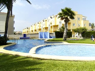 Spacious apartment a short walk away (298 m) from the 'Playa de les Marines' in