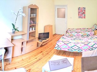 Cozy apartment in the center of Sofia with Lift, Parking, Internet, Washing mach