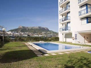 Spacious apartment a short walk away (386 m) from the 'Playa del Arenal Bol' in