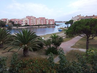 Cozy apartment in Le Barcarès with Parking, Pool, Balcony
