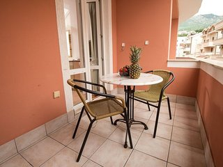 Cozy room close to the center of Budva with Parking, Internet, Air conditioning,