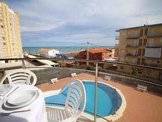 Cozy apartment a short walk away (115 m) from the 'Playa de Les Bovetes' in Deni