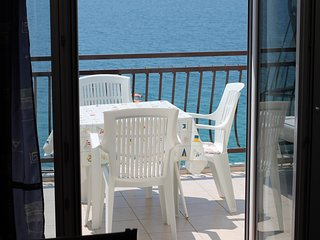 Spacious apartment in the center of Brist with Parking, Internet, Washing machin