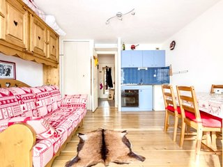 Cosy studio close to the center of Venosc with Lift, Parking, Terrace