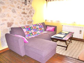 Cozy apartment in Avín with Parking, Washing machine, Garden