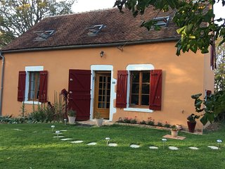 Spacious house in Dampierre-sous-Bouhy with Parking, Washing machine, Garden