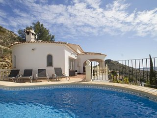 Cozy villa close to the center of Xàbia with Internet, Washing machine, Pool