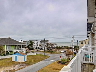 Kure View - Wonderful ocean view 4 bedroom townhouse with pool access!