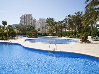 Spacious apartment a short walk away (346 m) from the 'Cala Calalga' in Calp wit
