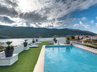 Apartment with Great Sea View & Pool - Holidays Roko Apartments