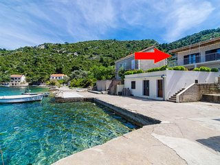 Three bedroom apartment Prožurska Luka (Mljet) (A-12181-a)