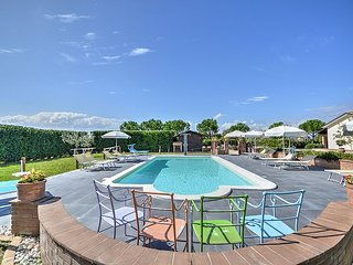 Spello Villa Sleeps 4 with Pool Air Con and WiFi - 5715876