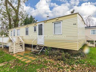 8 berth caravan with riverside view and close to beach. Pets allowed. REF 21004R