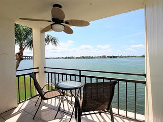 Modern Casa Del Mar Bayside Condo w/  Free WiFi, Cozy Balcony & More!