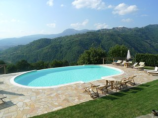 Il Colletino apartment with infinity pool, 2 minutes walk to restaurant/bar