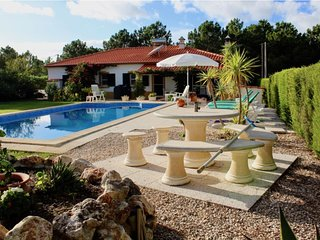 Luxury Vale da Telha Villa with Pool and jacuzzi