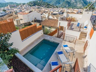 Townhouse with heated pool in Pollensa