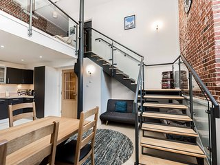 Gunwharf Quays Luxurious Duplex Apartment Grade II Listed