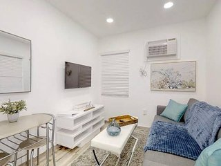 CHIC & FASHIONABLE 1 BEDROOM APT BEACH UNIT # 4