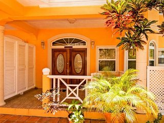 Paradise Cove Villa, Apartment Deck Lodge