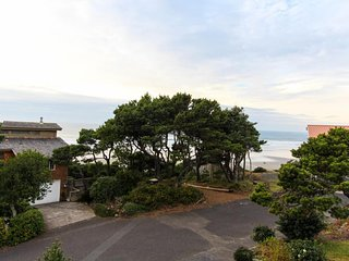 NEW LISTING! Ocean-facing home w/views, deck & fireplace -steps to beach-dogs OK
