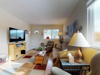 Lovely home with wood stove & washer/dryer - close to outdoor adventure