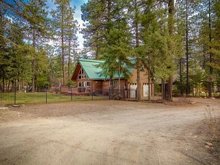 Rustic home w/ fenced yard, firepit, & gas grill - quiet location, close to ski!