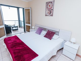 Sea View Apartment Single Beds with Swimming Pool