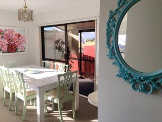 Sunny Holiday Home, 2 Minutes From The Beach