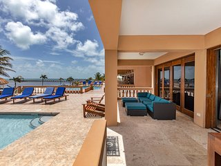 Gorgeous 1st floor condo! Steps from your patio to 3 pools & beach. Oceanfront!