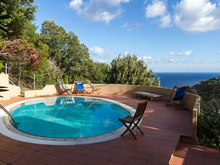 Spacious villa in the center of Costa Paradiso with Parking, Washing machine, Ai